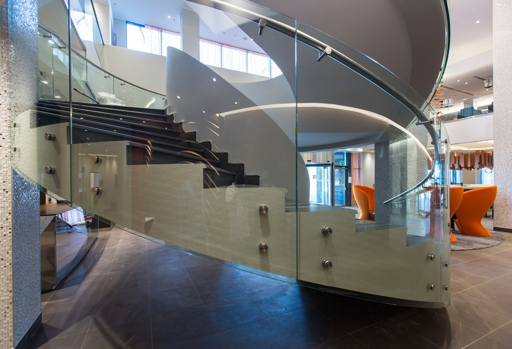 Staircases and balustrades - Picture 4