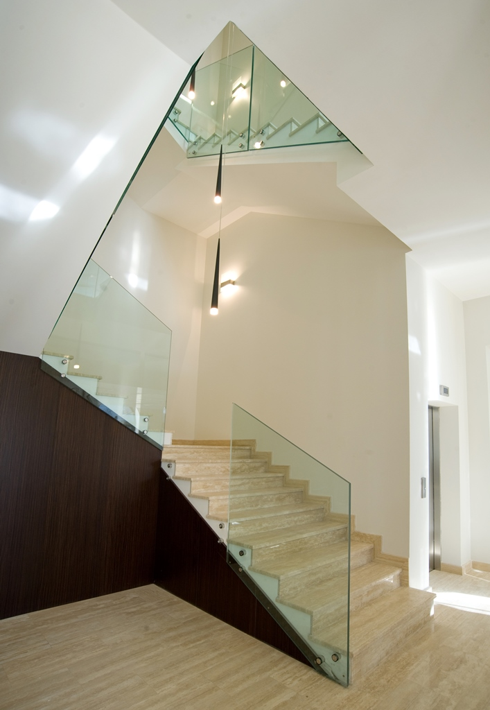 Staircases and balustrades - Picture 8