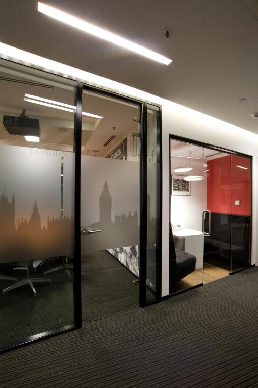 Jones Lang LaSalle - Picture 7
